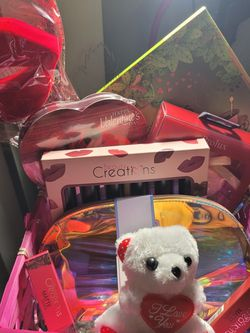 Beauty Creations Valentines Basket for Sale in South Gate,  CA