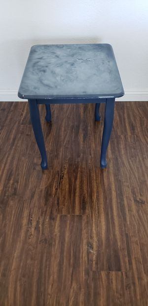 End Table / Side Table for Sale in Hemet, CA