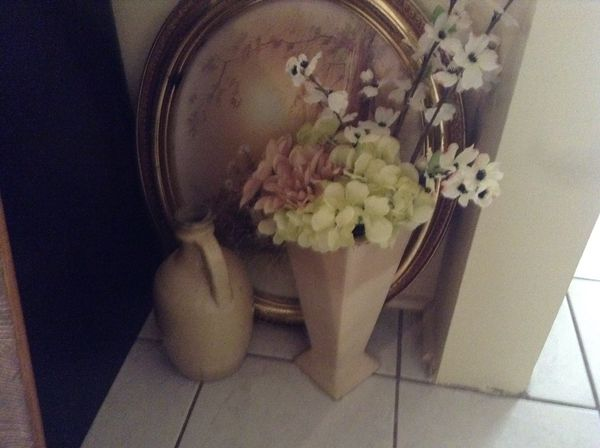 Beautiful urn vase; vase with flowers; antique picture frame oval - $5 each