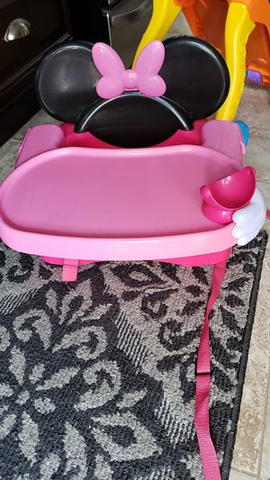 Minnie mouse booster seat for Sale in Dundalk, MD