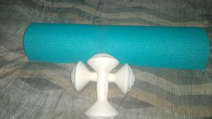 Yoga mat and 3.3lb weights for Sale in Las Vegas, NV