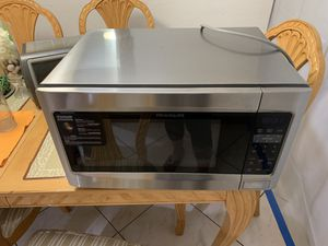 Frigidaire over the counter microwave for Sale in Miami, FL