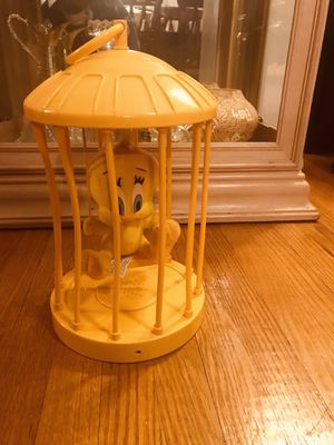 Vintage Motion Sensor Tweety Bird, it talks when near lights and sunlight (2) a few of the bars are bent inward, I think he tried to get out, Doesn't for Sale in PA, US