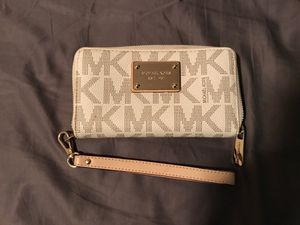 Authentic Michael Kors clutch/wallet for Sale in Los Angeles, CA