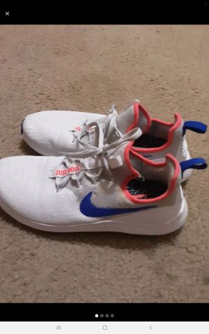 White nike shoes for Sale in Brownsville, TX