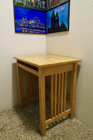 Small child's desk/side table for Sale in Wilsonville, OR