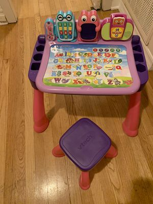 VTech touch and learn activity desk deluxe for Sale in Chicago, IL