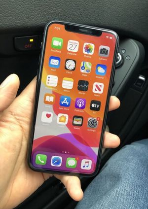 iPhone 11 Pro Max 64gb unlocked for Sale in Oakland, CA
