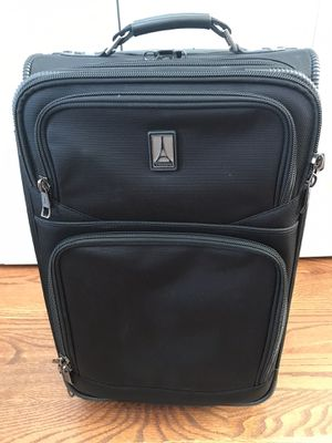 Travelpro Flightcrew 5 - carry on suitcase for Sale in Columbia, MD