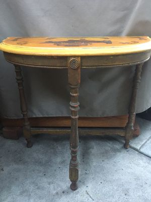 Antique Half Round Table for Sale in La Crescenta-Montrose, CA