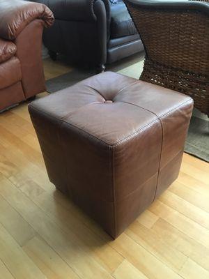 Leather ottoman for Sale in Miami, FL