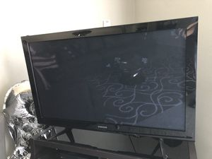 Samsung tv with tv stand for Sale in Belmont, CA