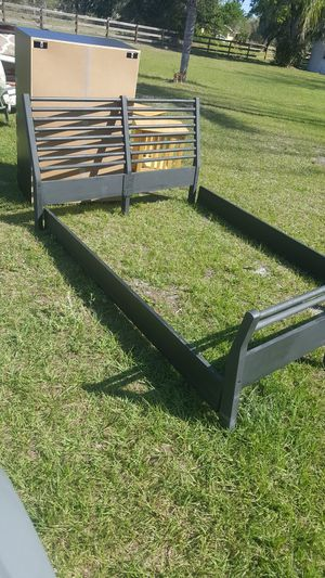 Queen bed frame for Sale in Wimauma, FL
