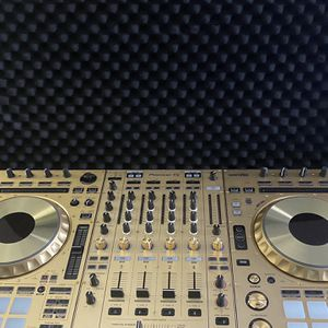 Gold Pioneer SZ2 Limited Edition With Soft Case for Sale in Houston, TX