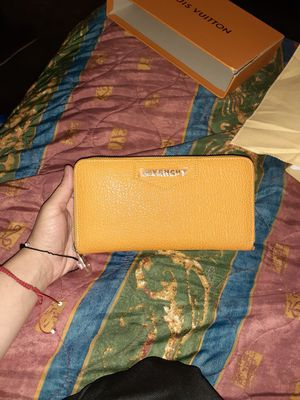 Givenchy wallet REAL for Sale in Downey, CA