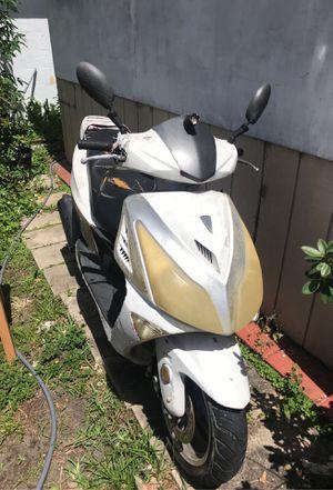 06/2012 150cc Scooter for Sale in Riviera Beach, FL