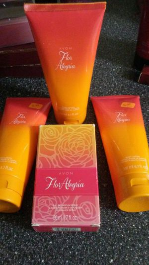 Avon Flor Alegria 4-Piece set for Sale in Cleveland, OH