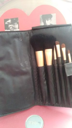 New Jafra professional makeup brushes 6 set for Sale in Phoenix, AZ