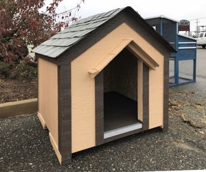 Dog house at lee's pet supply and feed store for Sale in Lockeford, CA
