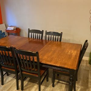 Dining Table and Chairs for Sale in Lynnwood, WA
