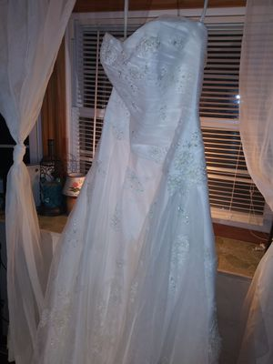 Davids bridal wedding dress NWT size 16 (A line) for Sale in Levittown, PA