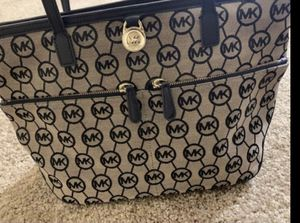 Micheal kors tot bag for Sale in Moon, PA