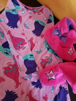 Trolls nightgown and slippers for Sale in Azalea Park, FL