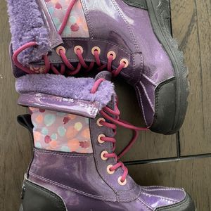 Ugg Snow/rain Boots Girls Size 2 for Sale in Montebello, CA