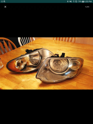 Headlights for chrysler town and country 2005 for Sale in Palm Harbor, FL