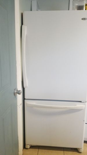 Amana refrigerator . for Sale in Palmdale, CA