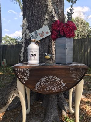 Adorable shabby chic side table for Sale in Largo, FL