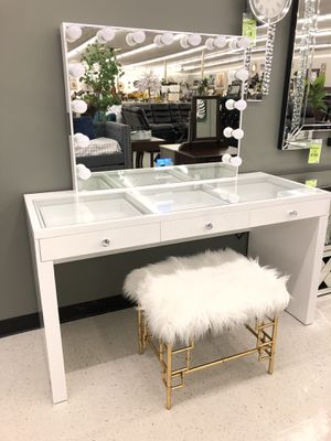 Vanity with Bluetooth and USB charge for Sale in Fresno, CA