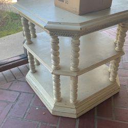 VINTAGE CORNER TABLE - End Table for Sale in Dinuba,  CA