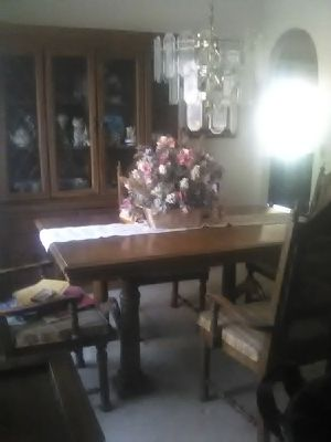 Dining table and hutch for Sale in Las Vegas, NV