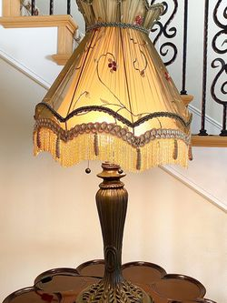 Antique Style Lamp for Sale in Glendale,  CA