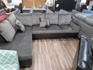 Brand new sectional with free rug and ottoman for Sale in Sacramento, CA