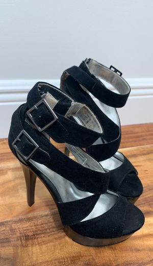 Size 5 1/2 heels for Sale in Miami, FL
