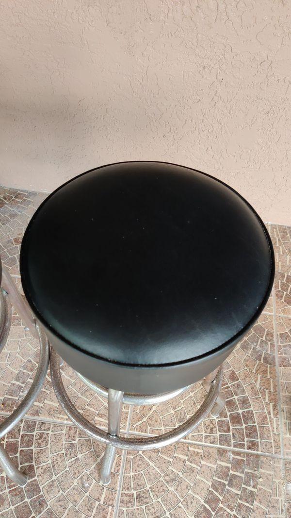 3 outdoor bar stools