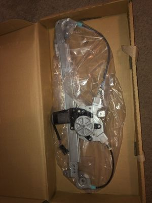 Power Window Motor and Regulator Assembly-Regulator and Motor Assembly fits 98-99 E320 (Rear Right) for Sale in Clinton, MD