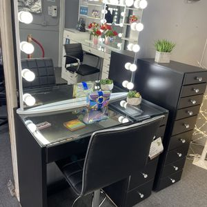 Black 6- Drawer Vanity Set With XL Vanity Mirror Included for Sale in Bell Gardens, CA