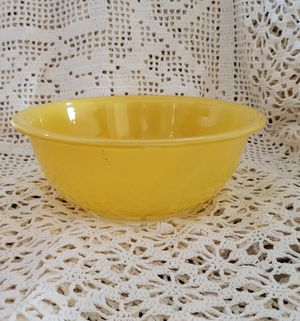 Vintage Yellow Pyrex Bowl for Sale in Salem, OR