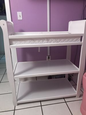 Graco Baby changing table with pad for Sale in Miami Gardens, FL