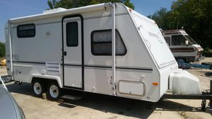🌲🌲🌲🌾🌴🌴2001 ROCKWOOD ROO CAMPER TRAILER~ Nice for road trips~ Full kitchen & Bath~ New Wood floors for Sale in Brandywine, MD