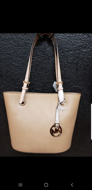 * AUTHENTIC * MICHAEL KORS PURSE , REAL LEATHER ( BRAND NEW ) NEVER USED for Sale in Visalia, CA