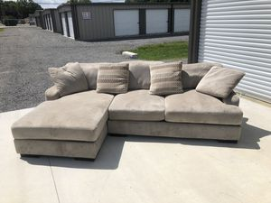 Sectional Couch with Chase Lounge. for Sale in Tullahoma, TN