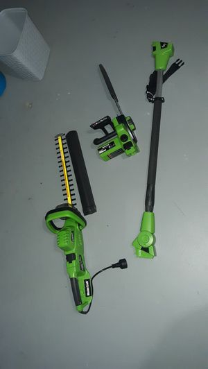 Master Craft Electric 7A Corded 4-in-1 Convertible Pole/Hedge Chainsaw for Sale in Columbus, OH