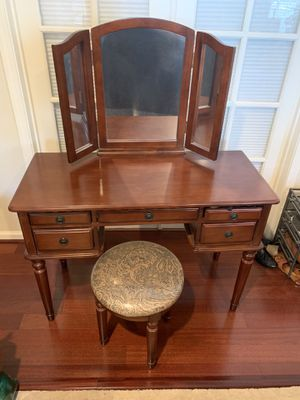 Vanity table for Sale in Dublin, CA