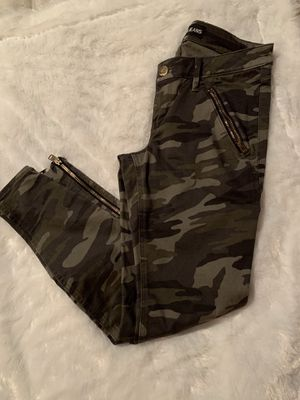 Express camo pants size 4 in great condition for Sale in Burbank, IL