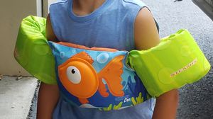 Stearns® Puddle Jumper® Kids Deluxe 3D Life Jacket - Orange Fish for Sale in Holmdel, NJ