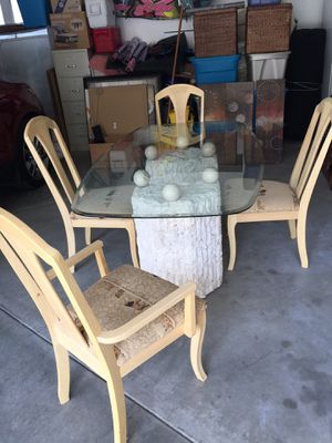 Dining room table and 4 chairs for Sale in Chelan, WA